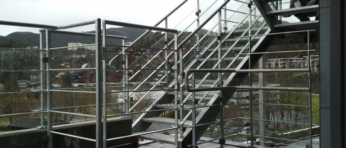 Balustrade made of hot-galvanised steel with glass