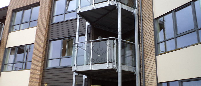Balustrade on balconies – hot-galvanised steel with glass