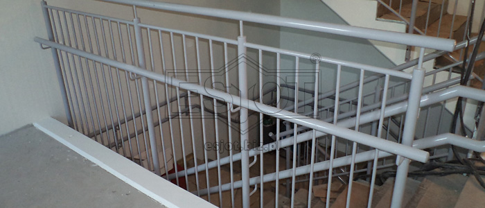 Balustrade made of hot-galvanised and powder-coated steel